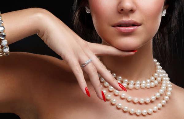 pose-ongles-design-belle-femme